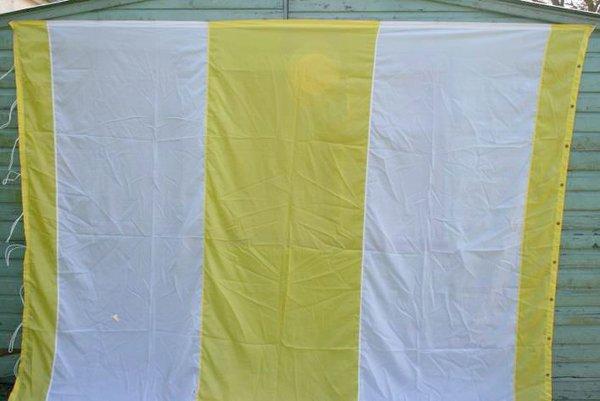 yellow and white flat lining