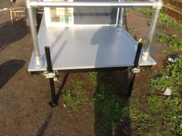 Toilet trailer base