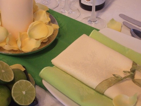 Lime and pale napkins