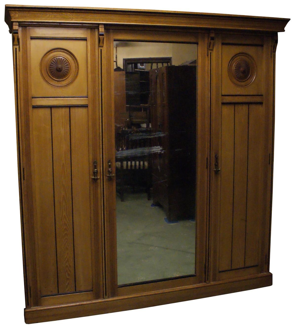 Antiques bazaar dressing tables large 3 door mirror for Big door mirror