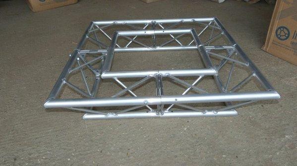 90 deg corner trussing
