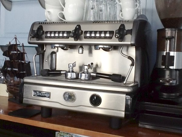Commercial coffee machines bean to cup