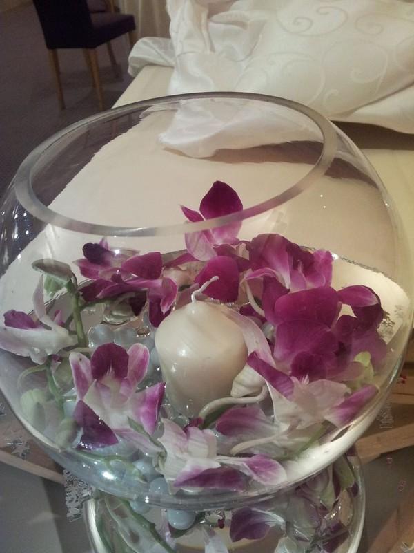 Round bowl table decor