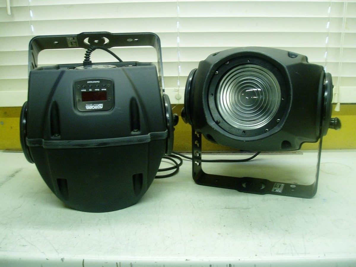 Secondhand Sound And Lighting Equipment Moving Head Wash Lights 2 Robe Co
