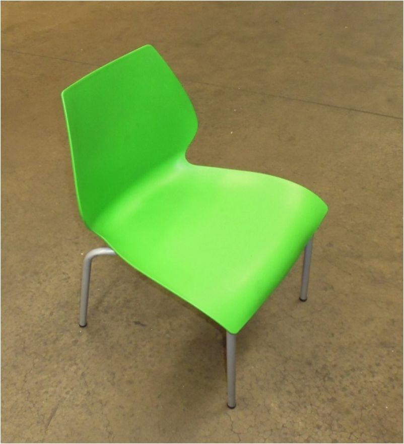 Secondhand Chairs and Tables Cafe or Bistro 125x Green  : 125x green stacking plastic dining chair 429 from secondhand-chairs-and-tables.co.uk size 802 x 881 jpeg 57kB