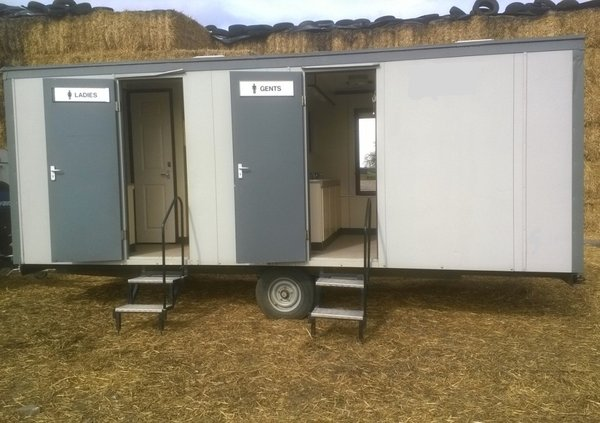 3x2 Mobile Toilet (Electric Mains – unit1) Gas Re-circ