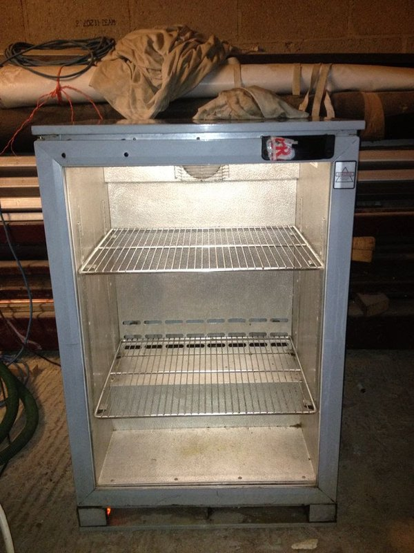 Single door fridge with shelves