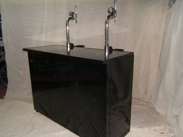 Collapsible Mobile Bar Units with beer pumps