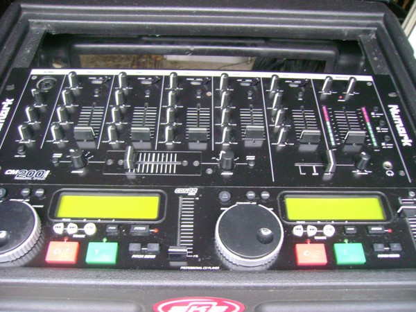 Numark cm200 mixer with Numark cdn22 cd player