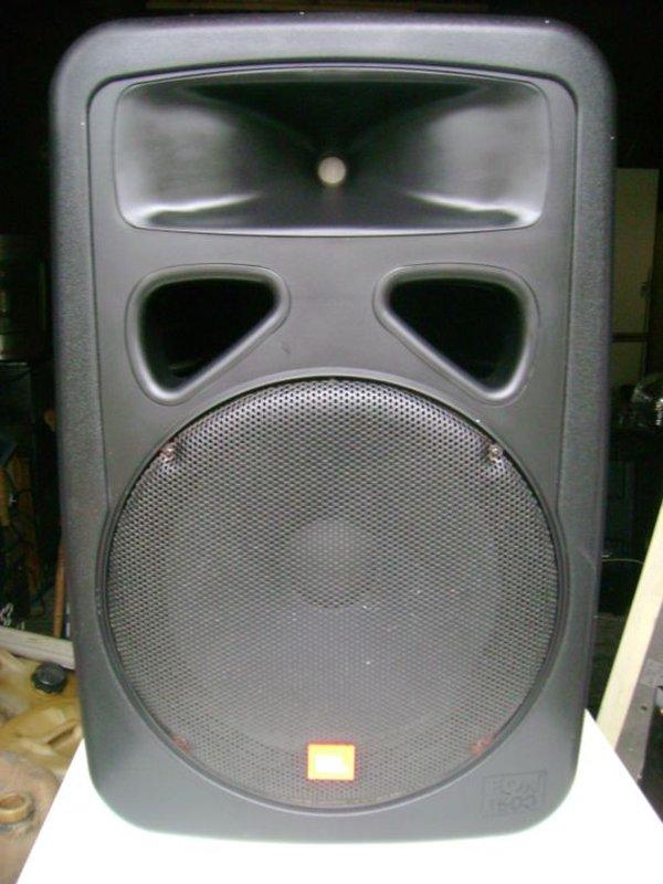 8x JBL eon 1500 Speakers