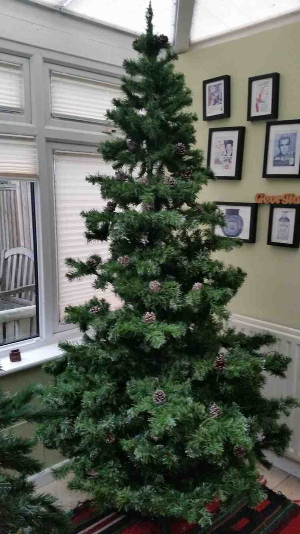 Beautiful artificial 7ft Norway Spruce with pine cones