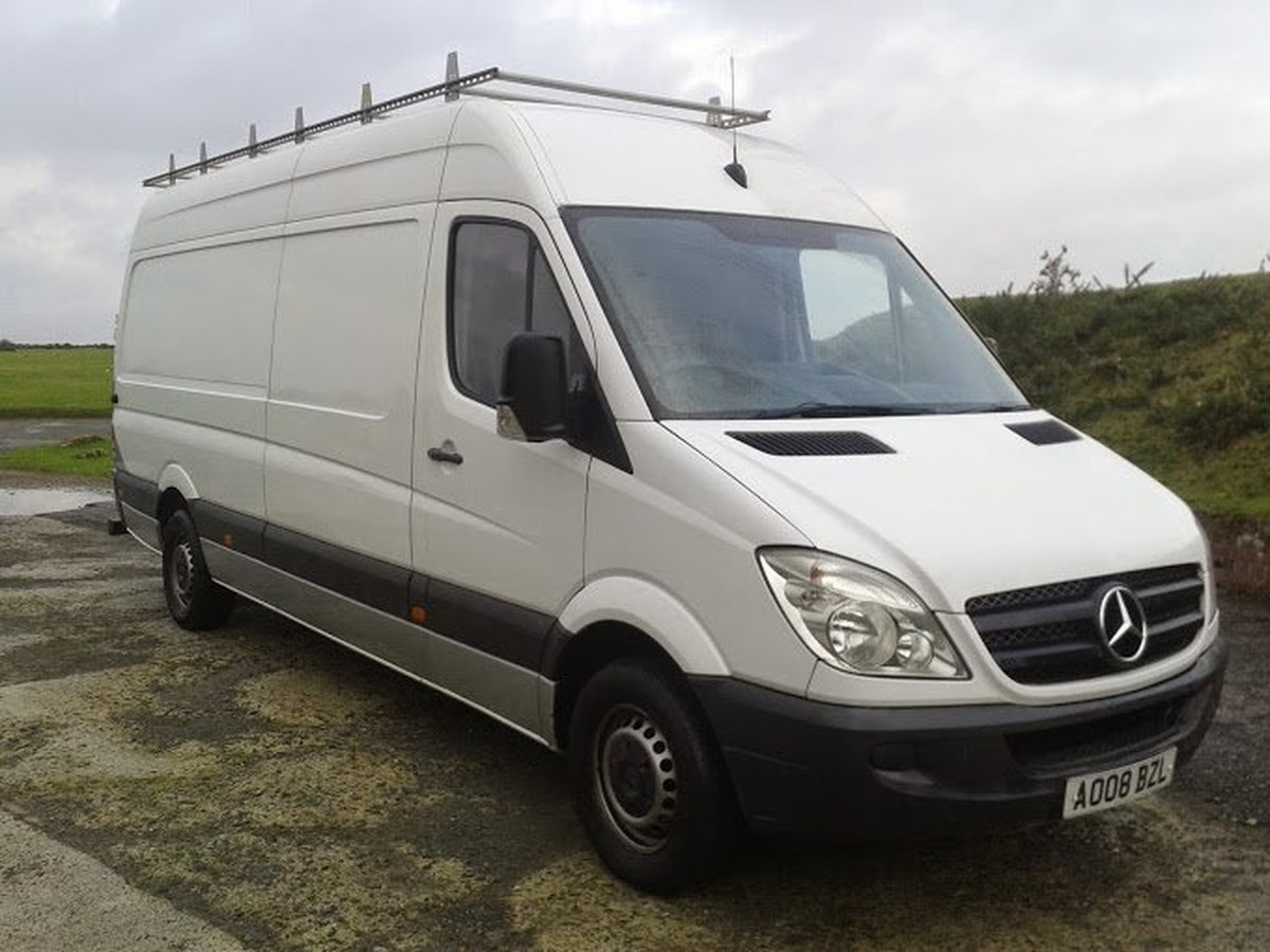 Secondhand lorries and vans 3500kg and under mercedes for Used mercedes benz minivan for sale
