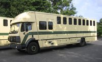 9 Bay Horse Lorry
