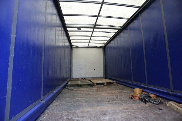 20ft curtain side lorry back