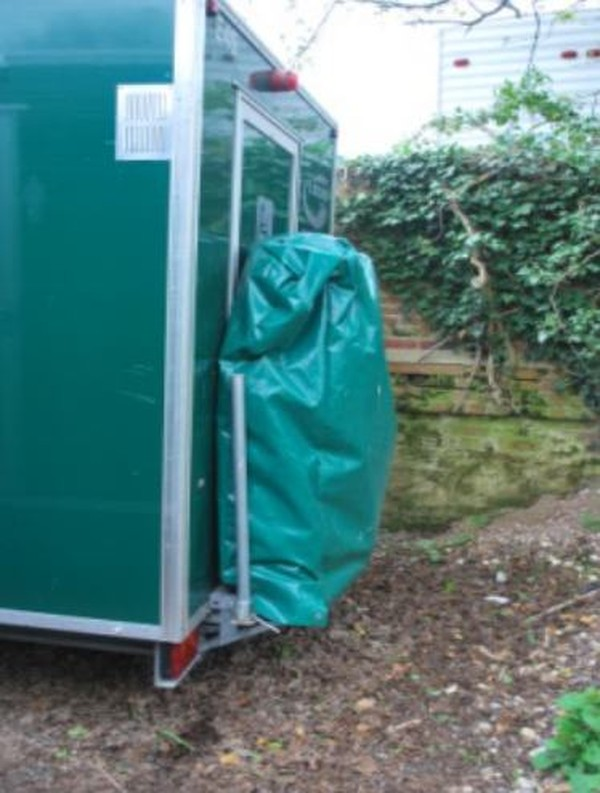 Toilet trailer ramp with cover