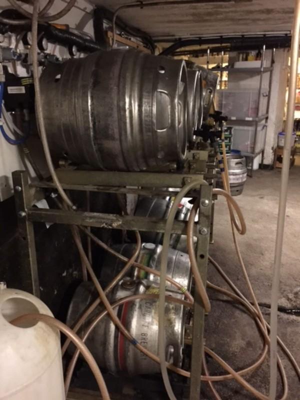 Metal cellar racking