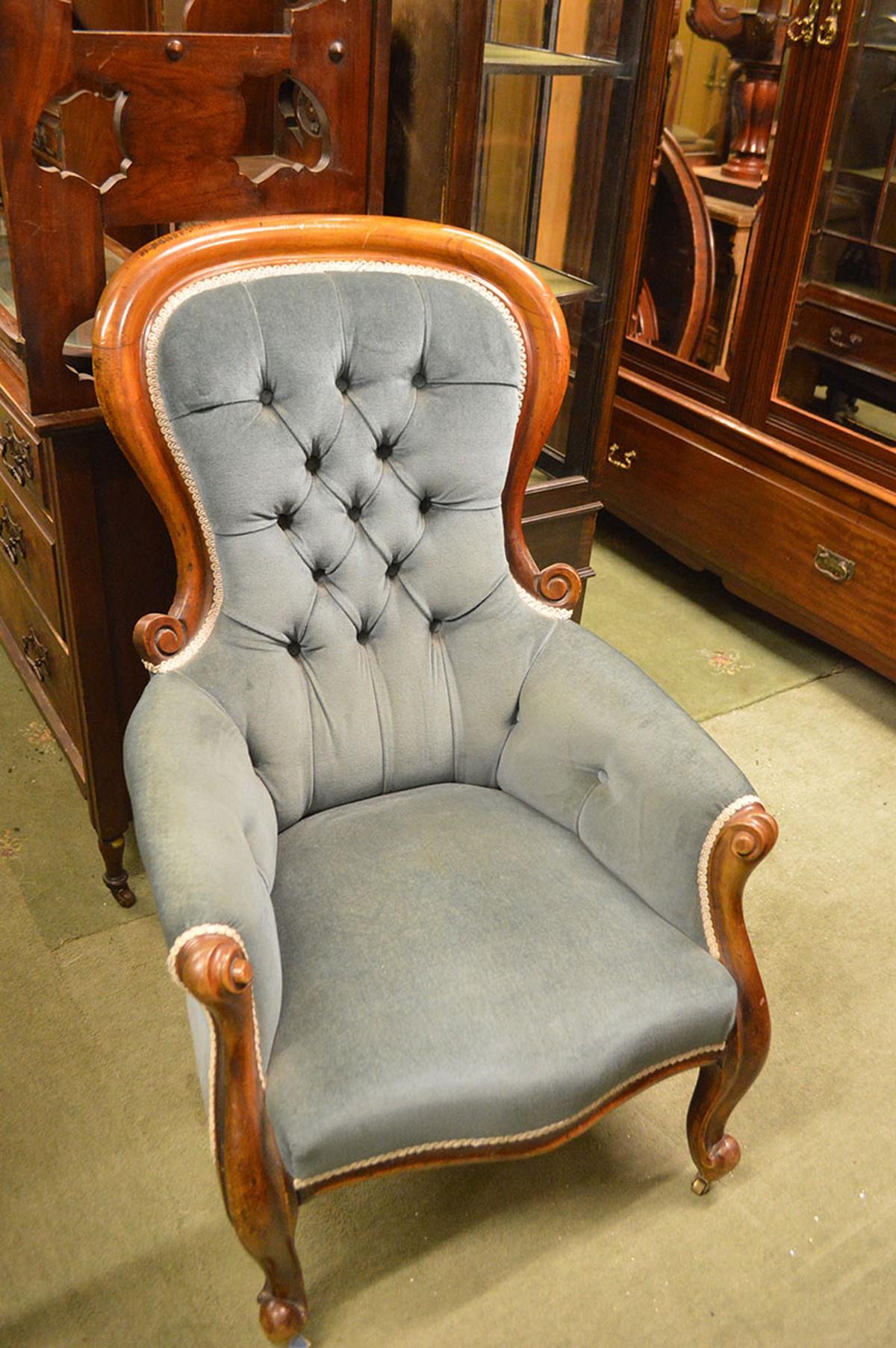Antique slipper chair - 19th Century Victorian Cabriole Leg Spoon Back Slipper Chair