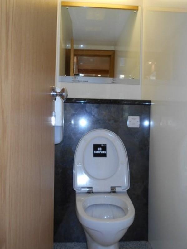 Jets Vacuum 250 Toilet Trailer  cubicle