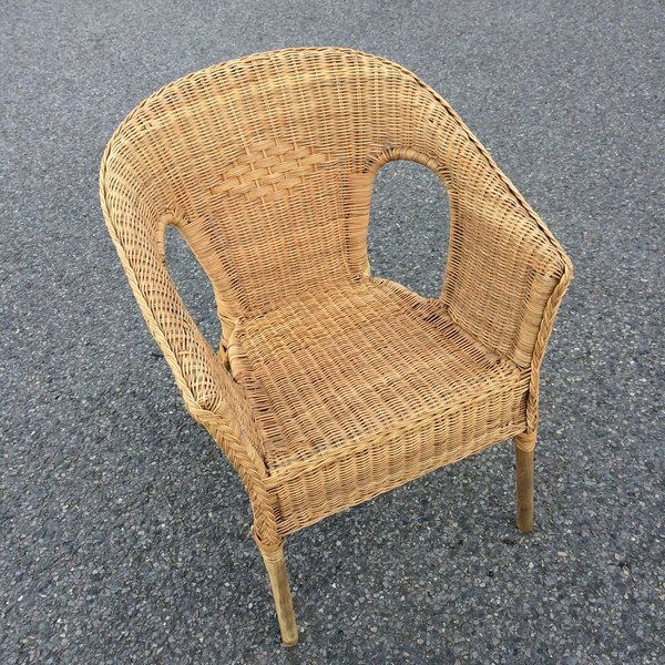 Outdoor stackable wicker arm chair