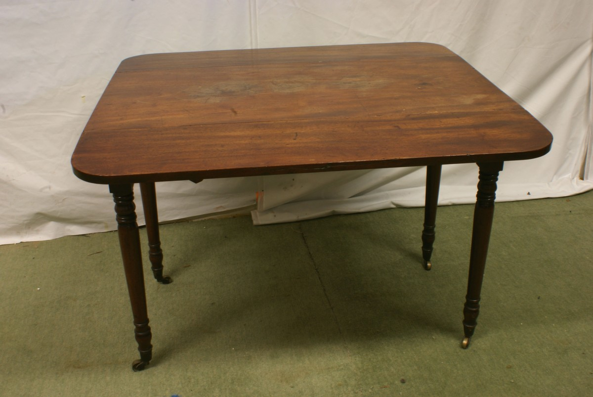 Antiques Bazaar Dining and Banqueting Tables Mahogany  : mahogany drop leaf pembroke table on castors 322 from antiques-bazaar.co.uk size 1200 x 803 jpeg 138kB