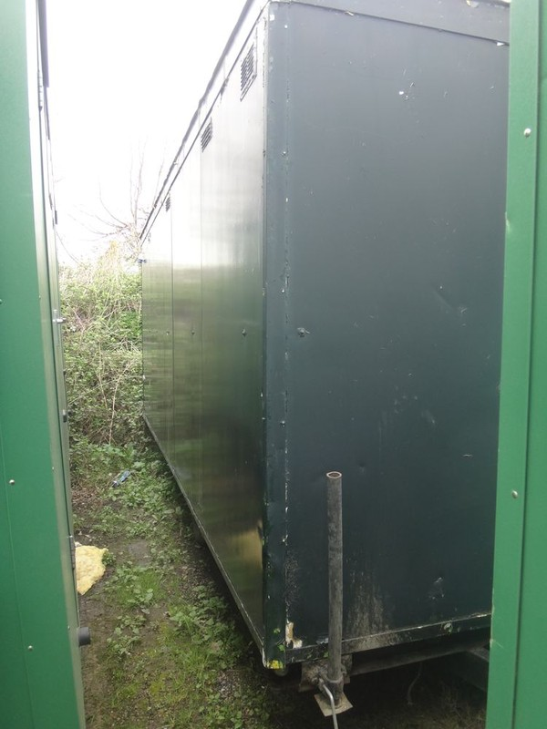 Selling 18ft Wheeled Urinal Trailer Unit with Stainless Steel Troughs