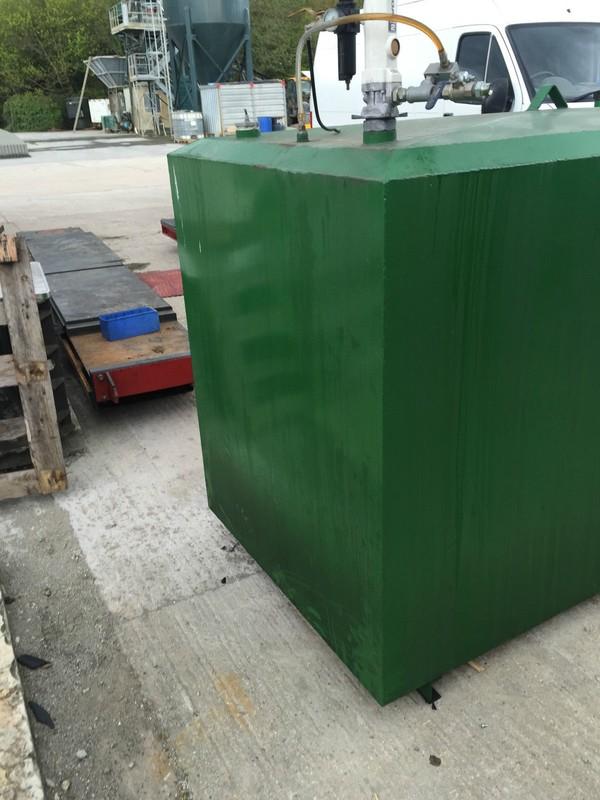 Garage Engine Oil Tank