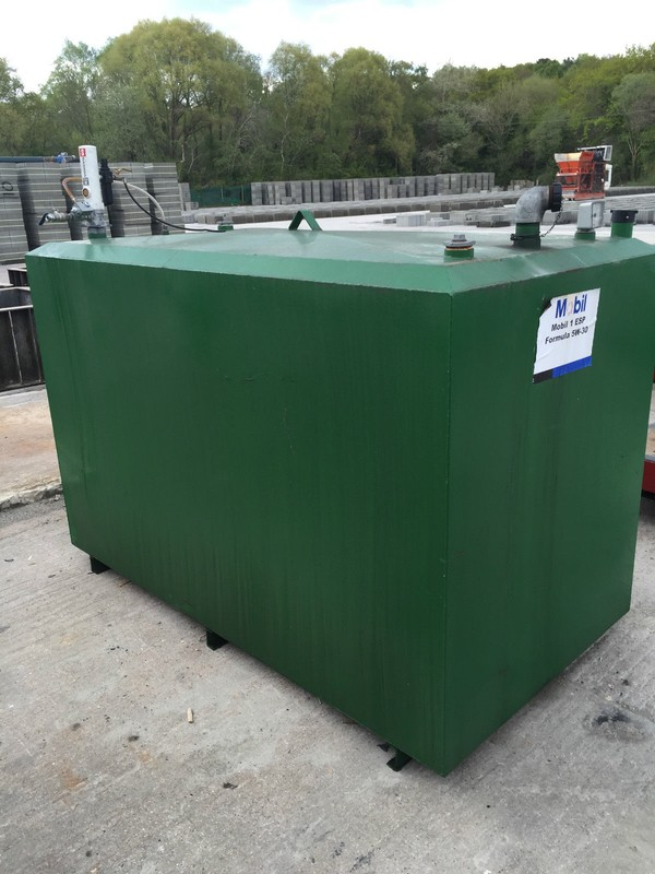 Garage Engine Oil Tank with Air Operated Samoa Pumpmaster