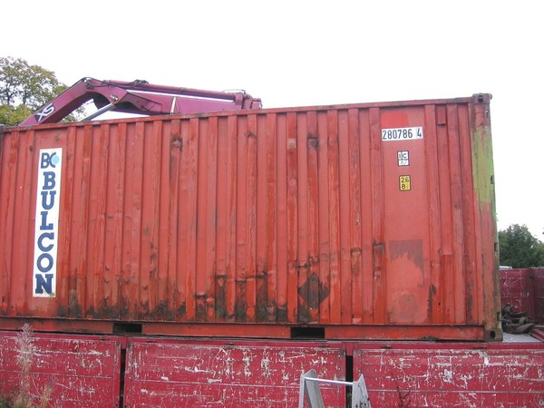 Fork lift-able shipping container