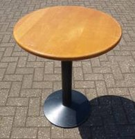 20 x Round Tables in Cherry Finish