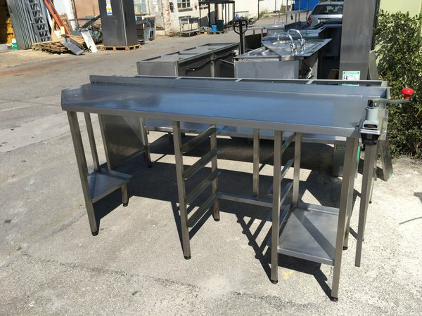 Stainless steel table with tray racks