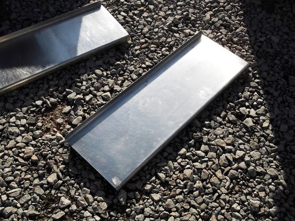(3332) Stainless steel Bartlett B-Line wall shelf. 90cmW x 30cmD x 10cmH.