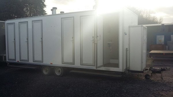 6 Bay Shower Trailer