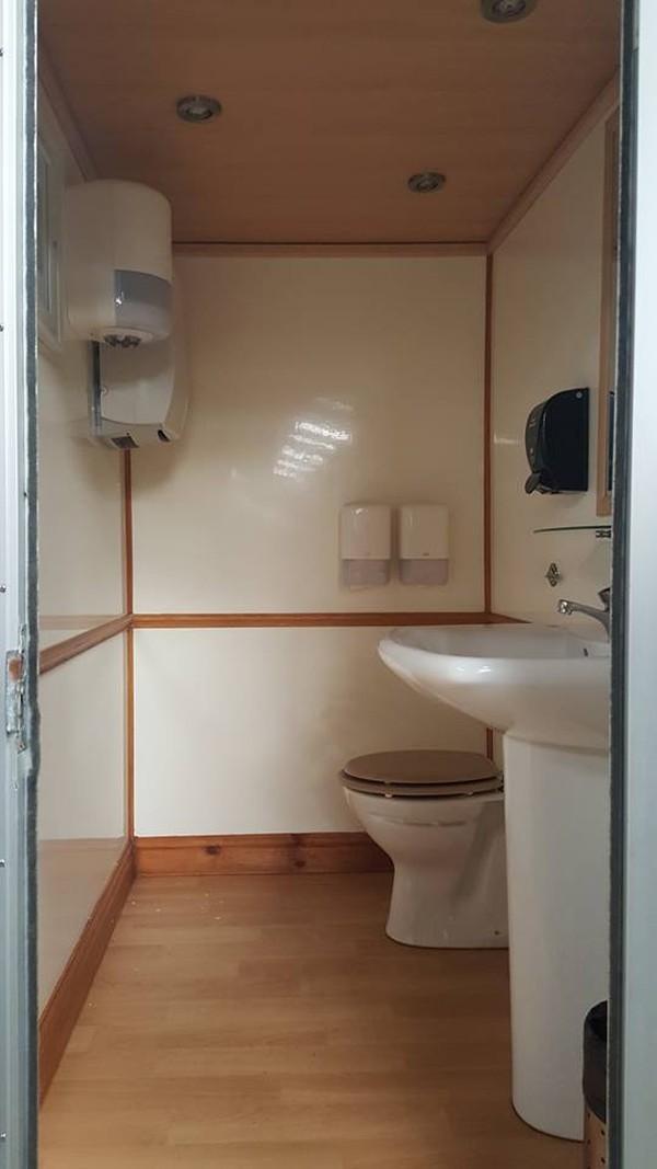 1+1 Luxury Toilet Unit