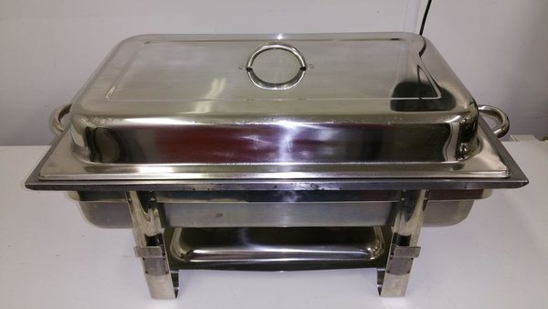 Stainless steel chaffing dishes