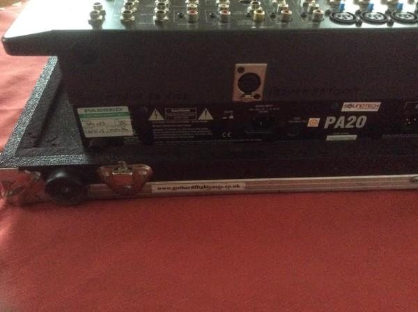 PA20 mixing desk