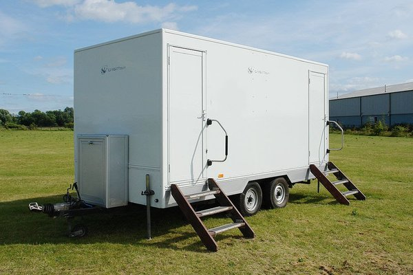 2+2 Toilet Trailer for sale. Ex T.V and Film Facility Trailers