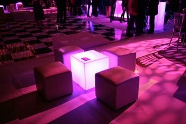 white perspex short poser cubes