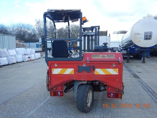 3m Moffet forklift truck