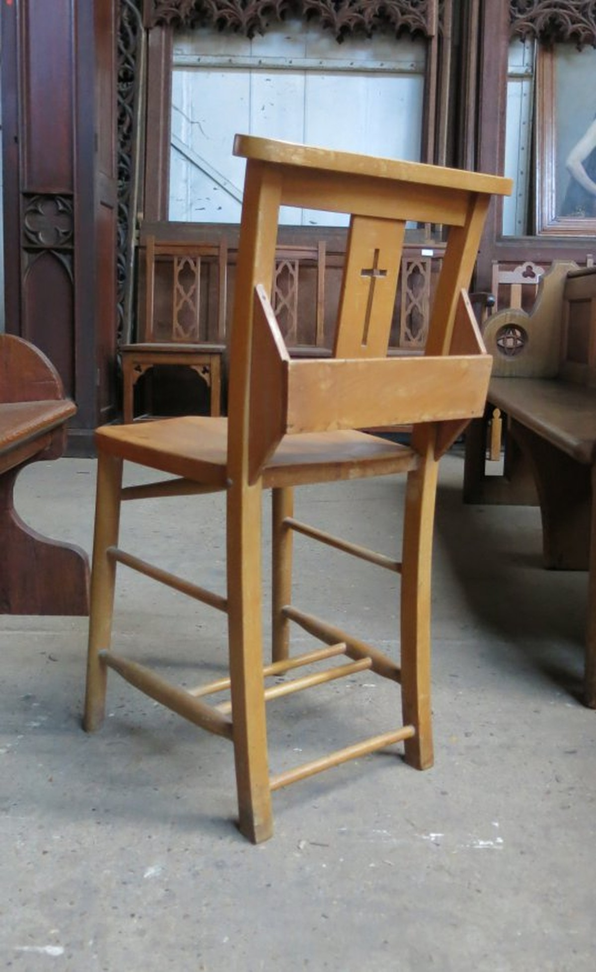 Secondhand Vintage And Reclaimed Church 50x Harlech Beech Cross Back Chapel Church Chairs E