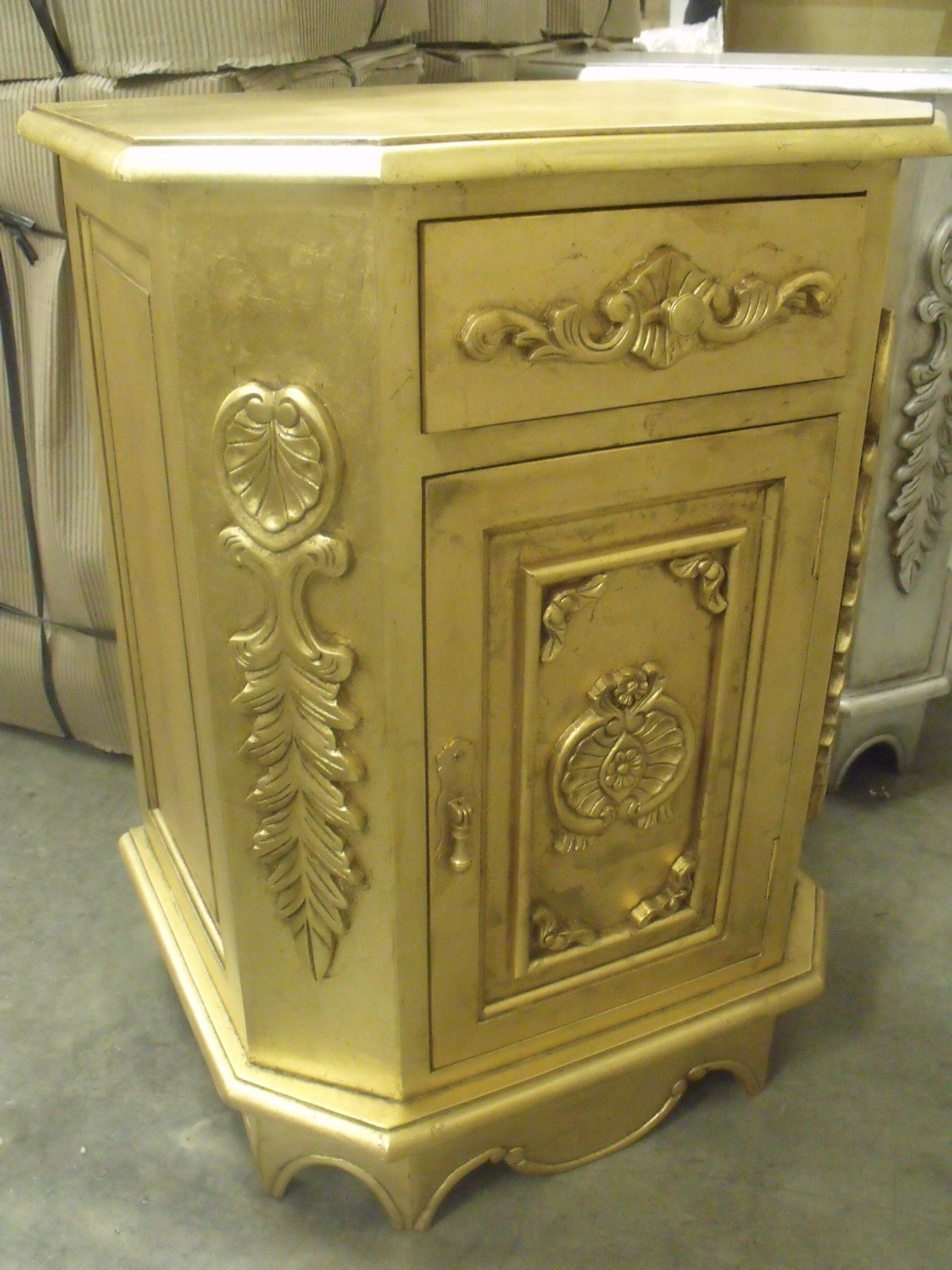 Secondhand hotel furniture cabinets and cupboards 14x for Baroque 2 door accent cabinet