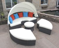 6x Luxurious Rattan Day Beds