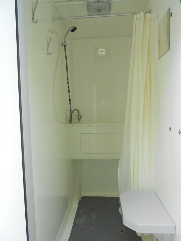 4 Bay Gas Shower