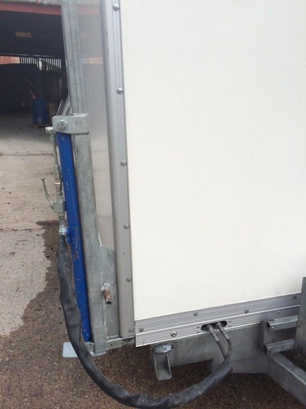 20ft / 6.2m Demount Trailer with Container / Storage Box