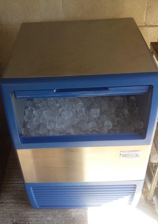 Classic Manitowoc EC 40 Ice Maker