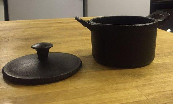 90x Cast Iron Casserole Pots 10X6cm