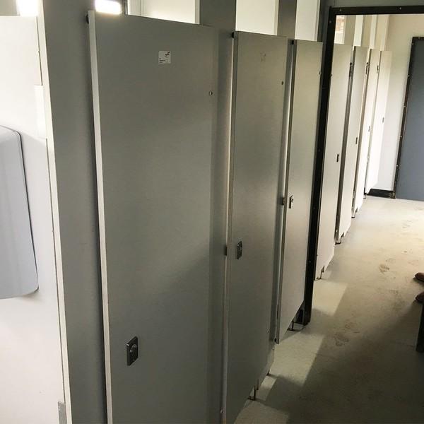 3+4 (7) Jack Leg Toilet & Urinal Cabin