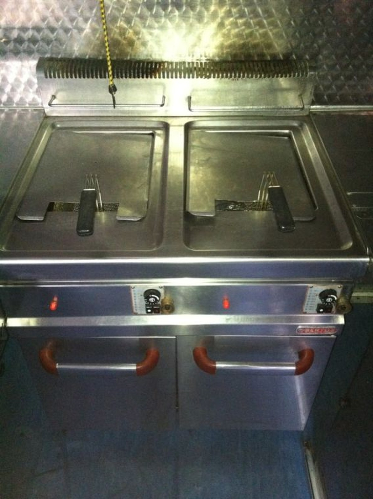 secondhand catering equipment gas fryers bertos gl20. Black Bedroom Furniture Sets. Home Design Ideas