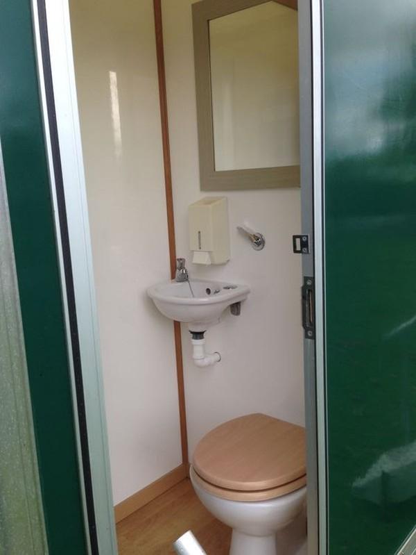 2+2 (4 Cubicle) Recirculating Toilet Unit
