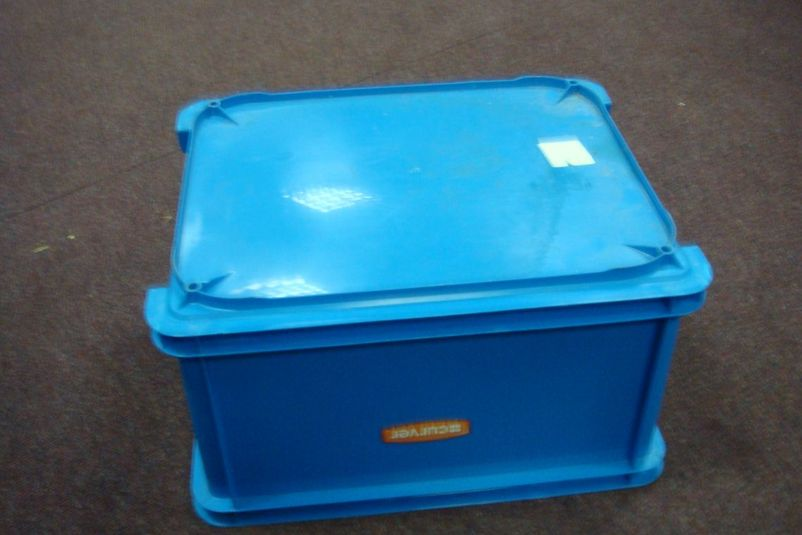 pin curver cake box new cake on pinterest. Black Bedroom Furniture Sets. Home Design Ideas