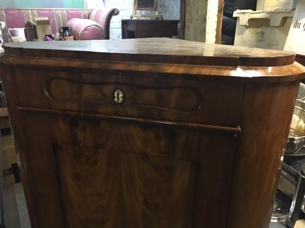 Victorian corner cupboard flamed mahogany